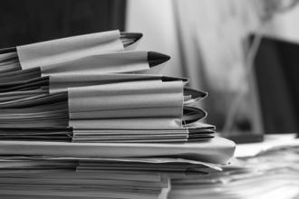 Daprès le monitoring de la bureaucratie 2014 du SECO, 70% des petites entreprises, 77% des moyennes entreprises et 88% des grandes entreprises, estiment qu'il existe une charge administrative élevée en Suisse. Image : fotolia