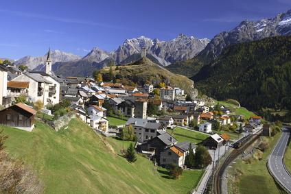 "Ardez (Quelle: Fotolia), in Artikel ""Detroit in den Alpen"", Daniel Müller-Jentsch, Avenir Suisse"
