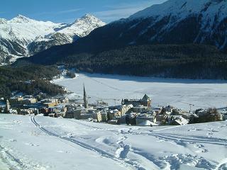 Man könnte einen Grossteil der olympischen Infrastruktur auch ausserhalb der Austragungsorte St. Moritz/Davos bauen - z.B. in Chur. Bildquelle: Wikimedia Commons