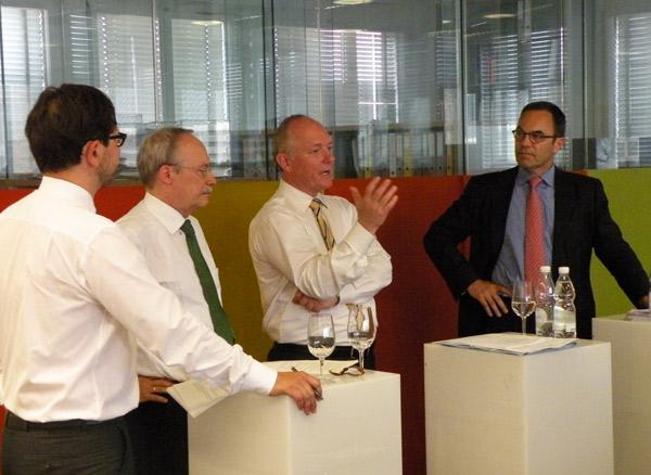 Steuerwettbewerb: Abendliches Gespräch bei Avenir Suisse mit Marco Salvi, Gerhard Schwarz, Adrian Hug und Stefan Kuhn (v.l.n.r.)