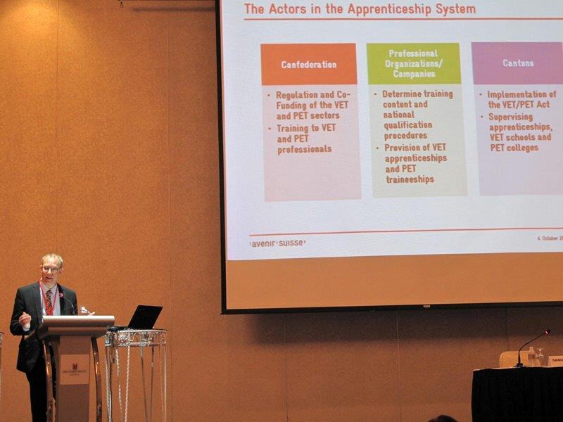 Samuel Rutz erklärt in Singapur das duale Bildungssystem der Schweiz | Avenir Suisse