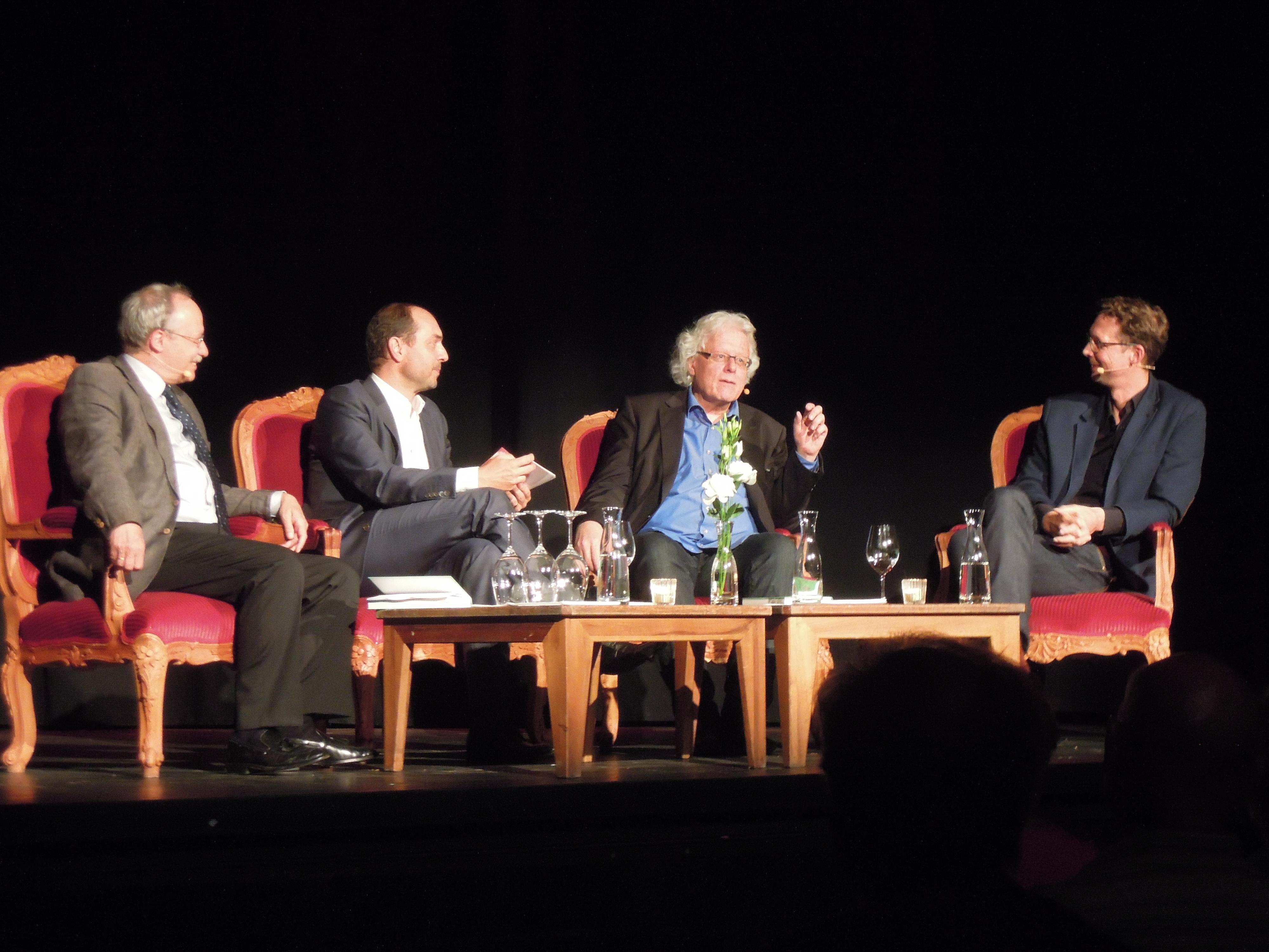 An der Buchvernissage im zürcherischen «Kaufleuten» diskutierten (von links nach rechts): Gerhard Schwarz, Urs Leuthard (Moderation), Peter Bodenmann und Michael Hermann.