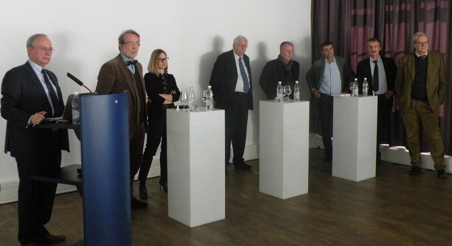 Anregung für eine Grundsatzdiskussion über das Milizsystem: Gerhard Schwarz, Theo Wehner, Sarah Bütikofer, Hans Geser, Martin Heller, Andreas Ladner, Andreas Müller und Georg Kohler (v. links).