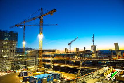 Die geplante Verschärfung der Lex Koller trägt den Geschmack des Protektionismus. (Bild: Baustelle am Abend, Fotolia)