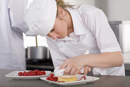 In der Schweiz dauert eine Bäckerlehre drei Jahre, in den USA eine Bäckerausbildung drei Monate. Die Vorsetllung über die angemessene Dauer einer Berufslehre sind auch kulturell bedingt, was dem Export der Berufslehre Grenzen setzt.