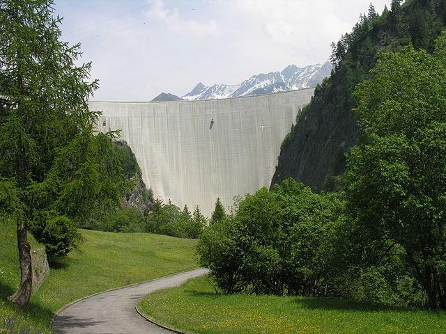 Staumauer des Lago di Luzzone von Alpiq bei Campo Blenio. (Wikimedia Commons)