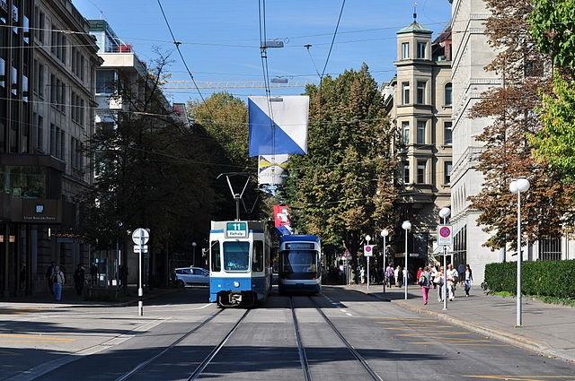 Bahnhofstrasse Zurigo.(Wikimedia Commons)