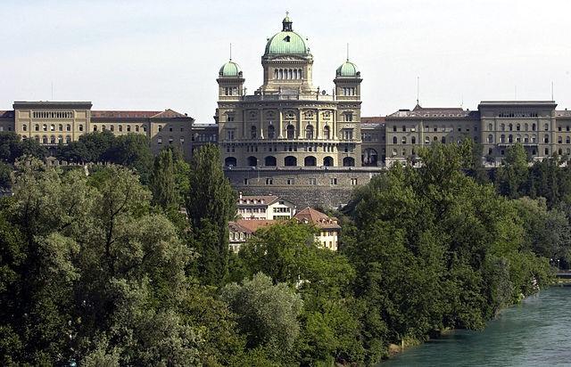 Das eidgenössische Parlament gibt zunehmend Gestaltungsmöglichkeiten preis. (Wikimedia Commons)