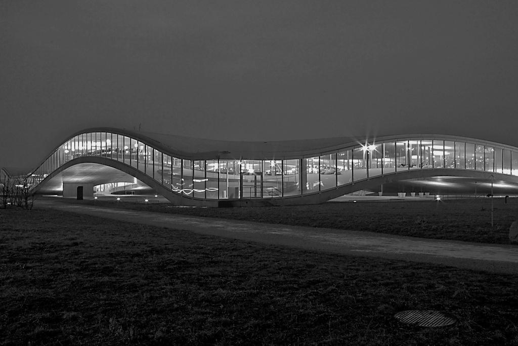 Hochschulen und Firmen gehen wie hier beim Rolex Learning Center an der ETH Lausanne Partnerschaften ein. (Bild: Wikimedia Commons)