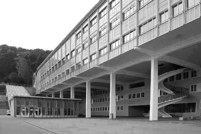 Die Berufsfachschule Baden, 1952 von als BBC-Personalhaus von Armin Meili erbaut. (Wikimedia Commons)