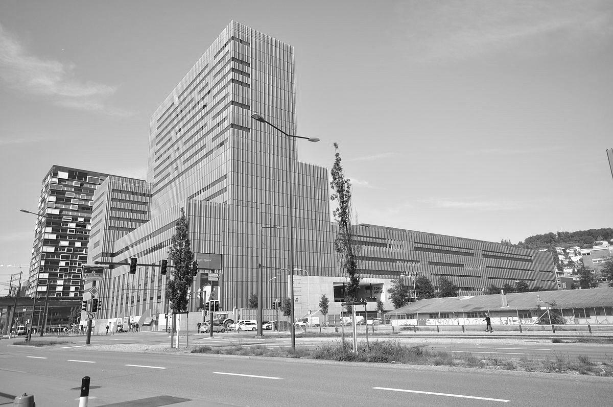 Des Hautes écoles spécialisées, comme la Haute école d'art de Zurich, font aussi de la «recherche fondamentale appliquée» et souhaiteraient attribuer des doctorats. (Wikimedia Commons)